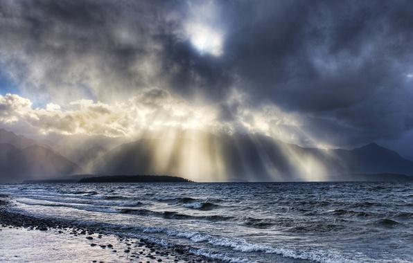 Картинка волны, вода, облака, лучи, свет, камни, Берег
