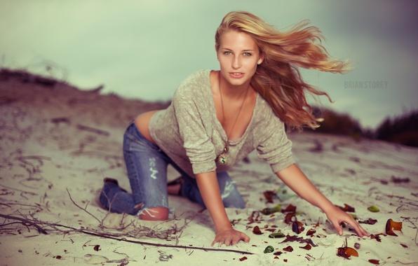 Картинка песок, девушка, джинсы, фотограф, girl, photography, photographer, Brian Storey, Brielle