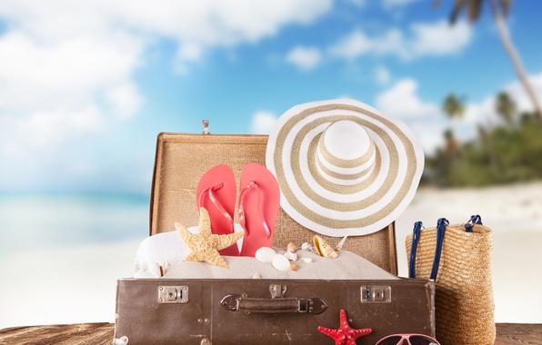 Картинка песок, море, пляж, лето, солнце, отдых, шляпа, очки, ракушки, чемодан, summer, beach, каникулы, sea, sun, …