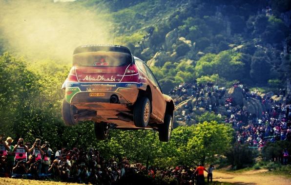 Картинка Ford, Авто, Деревья, Спорт, Машина, Люди, Форд, Гонка, Автомобиль, Rally, Ралли, Sport, Соревнование, Abu-Dhabi