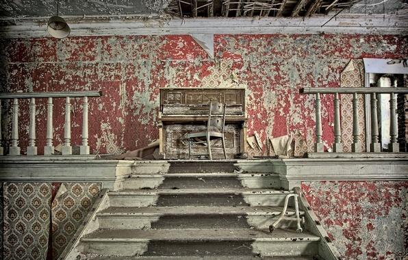 Картинка стул, лестница, пианино