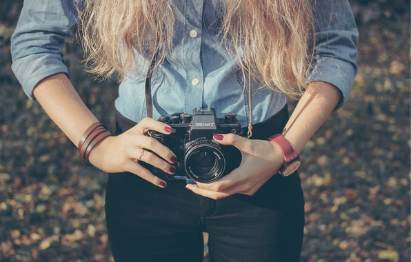 Картинка девушка, стиль, ретро, фото, руки, Зенит, фотоаппарат, пленка