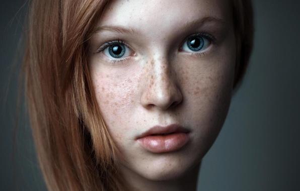 Картинка девушка, милая, удивление, веснушки, рыжая, girl, красивая, голубые глаза, blue eyes, голубоглазая, redhead, cute, freckles, …
