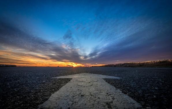 Картинка дорога, закат, знак
