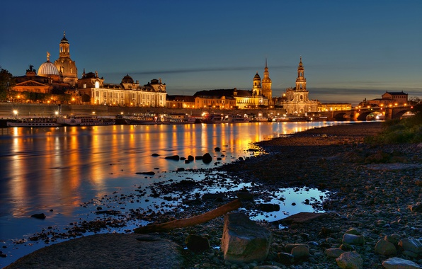 Картинка ночь, мост, город, огни, река, камни, берег, здания, дома, лодки, Германия, Дрезден, Эльба, Dresden, Deutschland