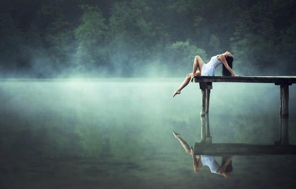 Картинка девушка, озеро, отражение, утро