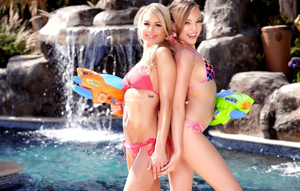 Kendall Kayden позарилась на чистильщика бассейна