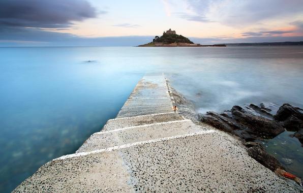 Фото обои дорога, море, облака, закат, город, остров, вечер, ступеньки, крепость, сумерки, каменная