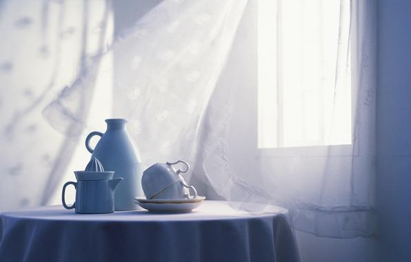 Картинка свет, стол, комната, интерьер, окно, чашки, посуда, белая, занавеска