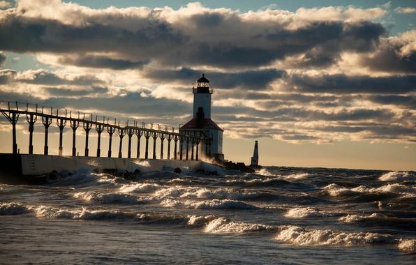 Фото маяк шторм
