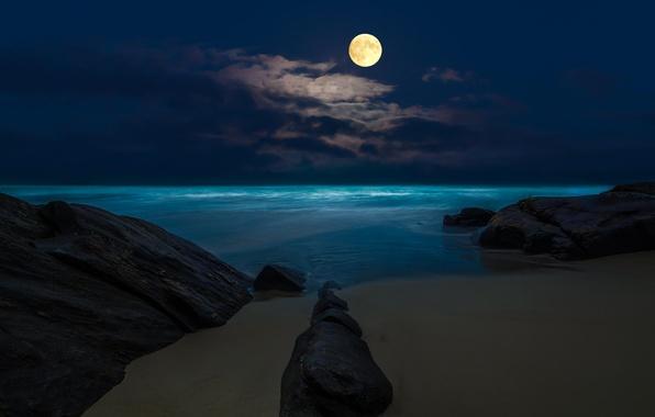 Картинка море, пляж, ночь, скалы, луна, полнолуние