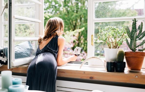 Картинка лето, девушка, поза, бокал, платье, окно