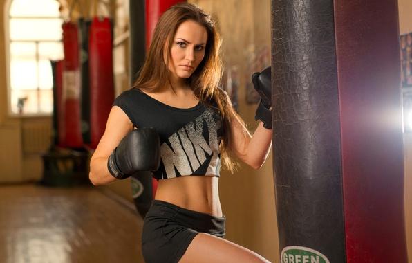 Картинка девушка, бокс, перчатки, груша, тренировка