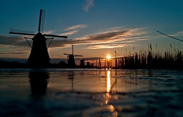 Картинка небо, трава, солнце, закат, река, канал, ветряная мельница