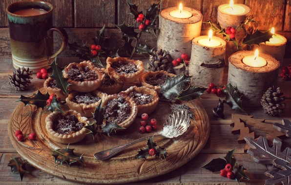 Картинка шоколад, свечи, чашка, шишка, пирожные, угощение, остролист, падуб