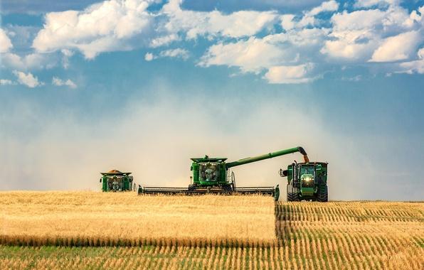 Картинка небо, облака, поля, пыль, трактора, Урожай, Фарм, комбайны