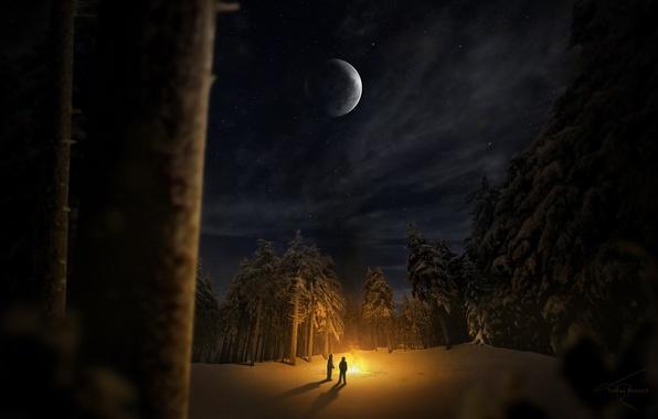 Картинка зима, лес, снег, деревья, ночь, люди, поляна, костер, двое
