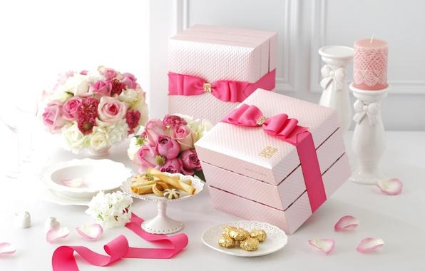 Картинка цветы, розовый, розы, свеча, букет, лепестки, печенье, лента, бант, коробки, декор