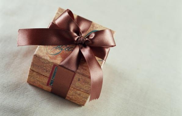 Картинка подарок, лента, бантик, коричневая, коробочка