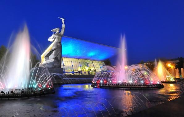 Фото обои Russia, Cinema, Kuban, Кинотеатр, lights, огни, monument, ночь, night, Город, Краснодар, Aurora, fountain, памятник, Аврора, ...