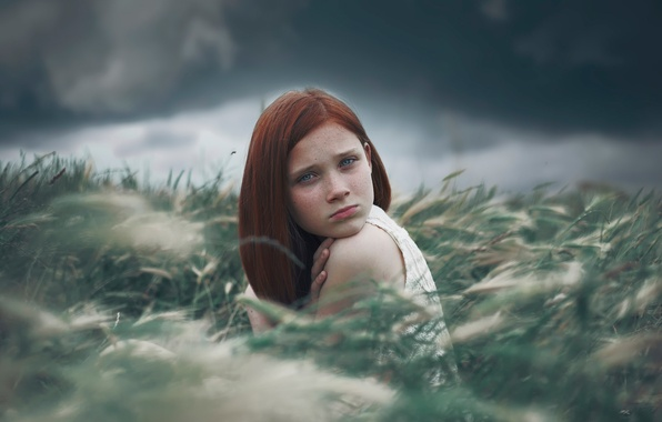 Картинка взгляд, природа, девочка, веснушки, рыжеволосая