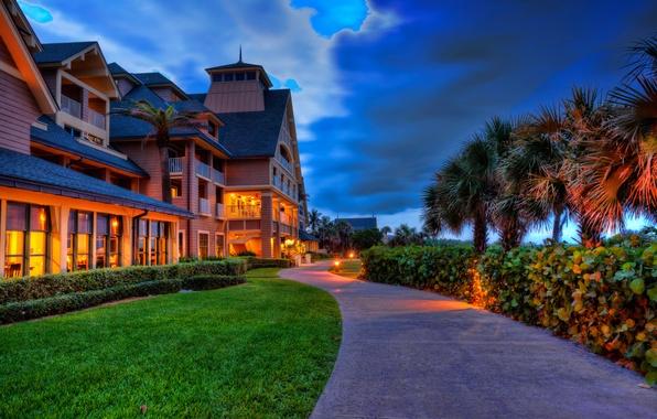 Картинка небо, свет, тучи, огни, пальма, побережье, вилла, вечер, Флорида, США, коттедж, лужайка, vero beach