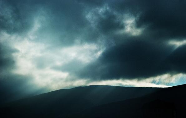Фото обои тучи, тьма, Горы, пейзаж, луч света
