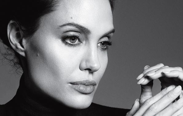 Картинка лицо, фото, портрет, макияж, актриса, брюнетка, Анджелина Джоли, Angelina Jolie, прическа, фотограф, черно-белое, Time, крупным …