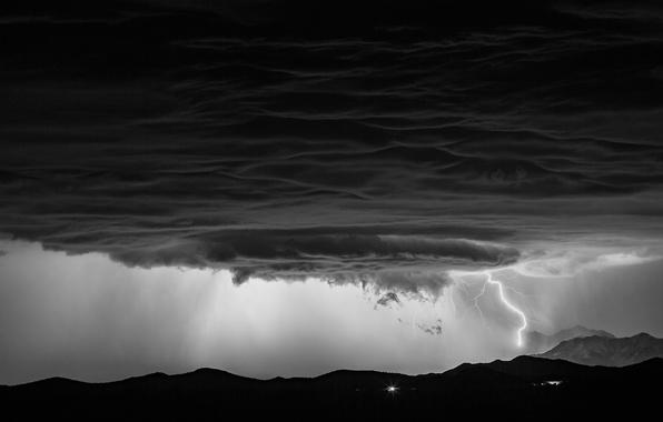 Картинка небо, облака, горы, тучи, шторм, природа, стихия, молния, буря, черно-белые