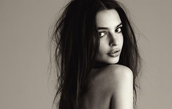Картинка girl, long hair, eyes, beautiful, lips, look, shoulder, skin, Emily Ratajkowski