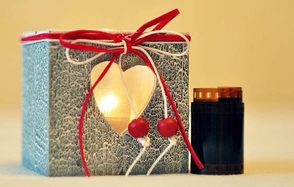 Картинка свет, красный, фон, огонь, праздник, подарок, widescreen, обои, сердце, свеча, пленка, wallpaper, форма, широкоформатные, background, …