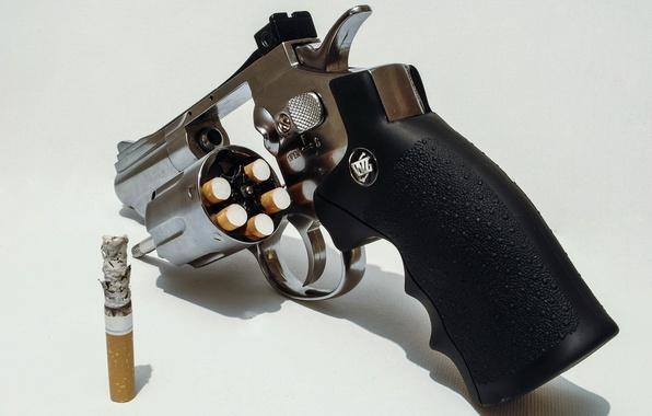 Картинка фон, револьвер, сигареты