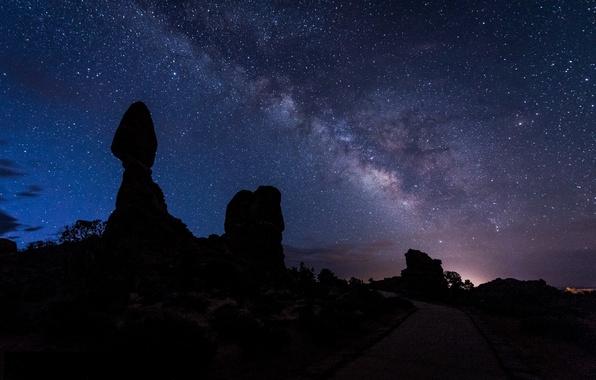 Картинка дорога, небо, звезды, пейзаж, ночь, силуэт