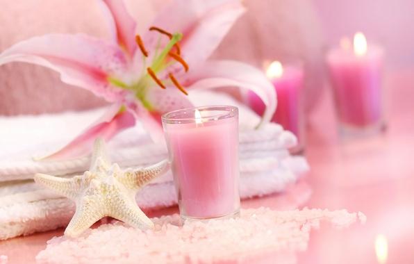 Картинка цветы, пламя, розовая, лилия, свеча, полотенце, кристаллы, морская звезда, sea, pink, flowers, спа, candle, соль, ...