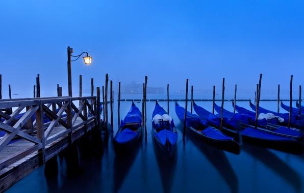 Картинка море, вода, свет, город, туман, отражение, остров, пристань, утро, причал, освещение, Италия, фонарь, Венеция, тени, …