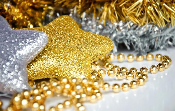 Картинка макро, украшения, праздник, звезда, новый год, бусы, звездочки, золотая, для елки, серебряная