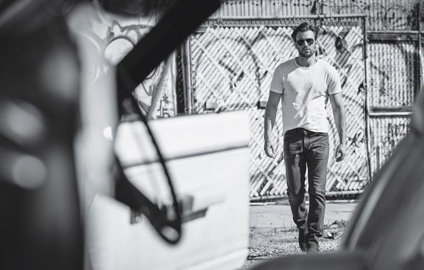 Картинка джинсы, очки, футболка, актер, черно-белое, фотосессия, Крис Эванс, Chris Evans, InStyle, Matthew Brookes