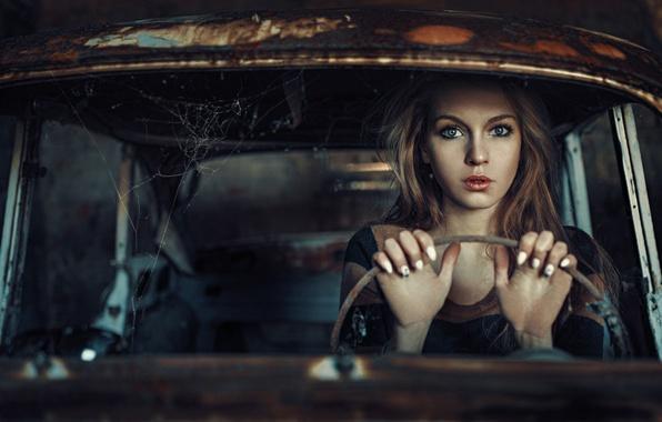 Картинка машина, взгляд, девушка, паутина, рухлядь