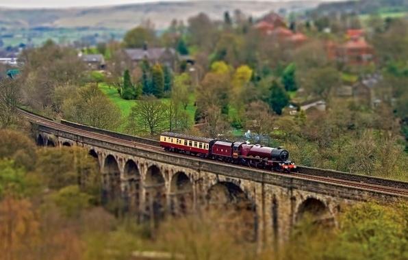 Картинка осень, деревья, мост, пути, паровоз, вагоны, железная дорога, Tilt-Shift, поселок, тилт шифт, тилт-шифт