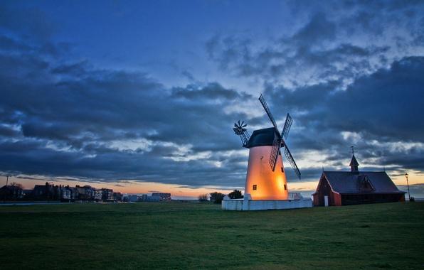Картинка небо, облака, пейзаж, закат, Англия, вечер, освещение, подсветка, мельница, Великобритания, сумерки, поселок