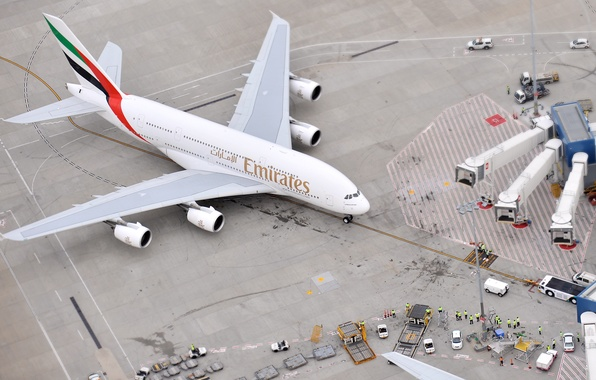 Картинка Самолет, Люди, Аэропорт, Вид сверху, A380, Пассажирский, Airbus, Авиалайнер, Emirates Airline, На земле
