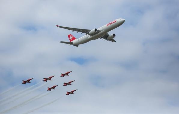 Картинка небо, облака, самолет, Швейцария, парад, аэробус, А350