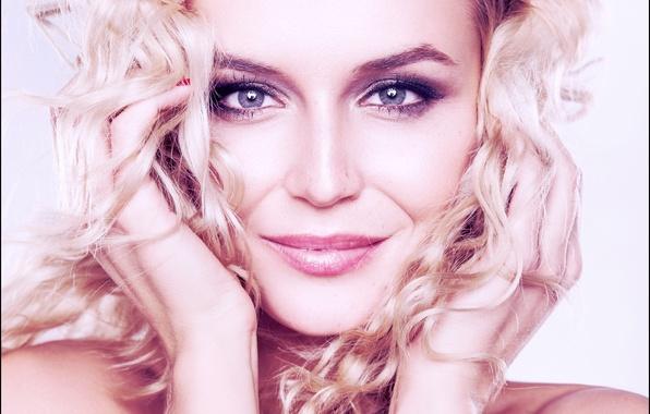 Полина гагарина знаменитость певица