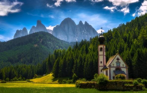 Картинка лес, горы, луг, Италия, церковь, Italy, Доломитовые Альпы, Южный Тироль, South Tyrol, Dolomites, Фунес, Santa …