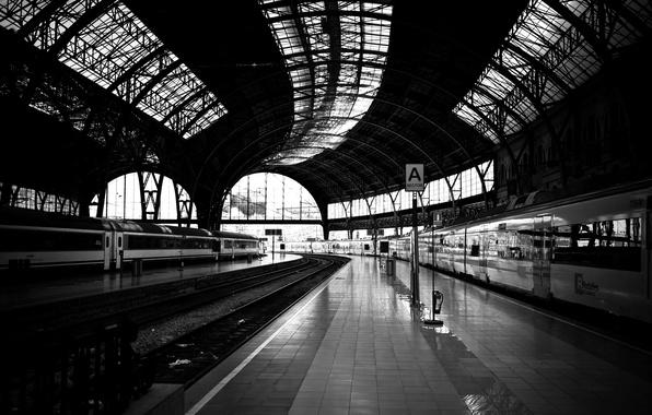 Картинка дорога, пути, фото, белое, поезд, станция, черное, железная, платформа, wallpapers