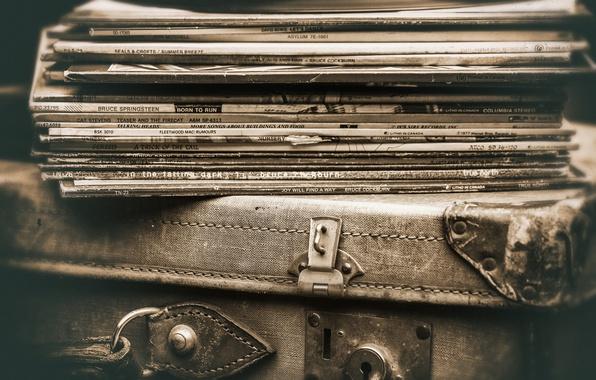 Фото обои чемодан, винил, пластинки