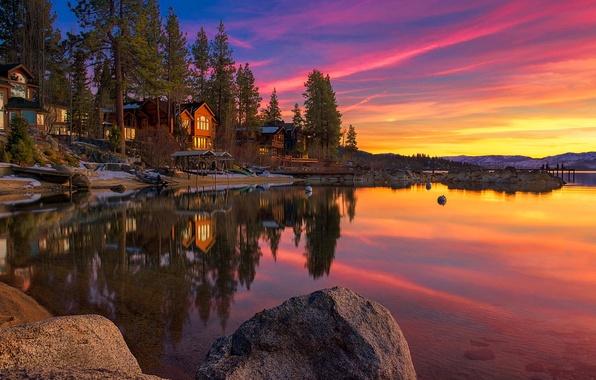 Картинка небо, облака, снег, деревья, закат, озеро, камни, дома, Калифорния, сша, тахо