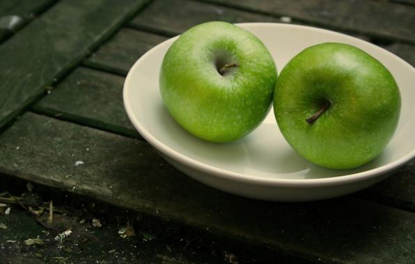 Картинка макро, яблоки, доски, плоды, тарелка, тарелки, посуда, доска, фрукты, блюдце, блюдца, подвалы, блюдо, хранилища, хранилище