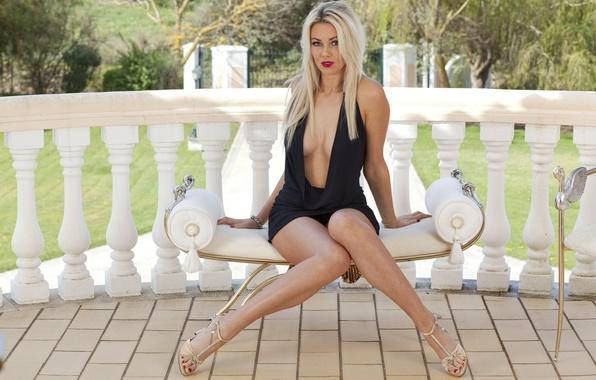 Картинка girl, black, breast, beautiful, women, lips, hair, blonde, nails, sit, Dress, Anna Victoria