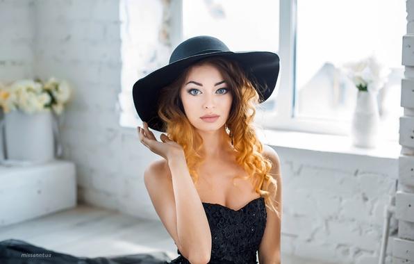 Картинка взгляд, девушка, цветы, лицо, милая, модель, портрет, шляпа, макияж, платье, light, рыжая, красивая, fashion, photographer, …